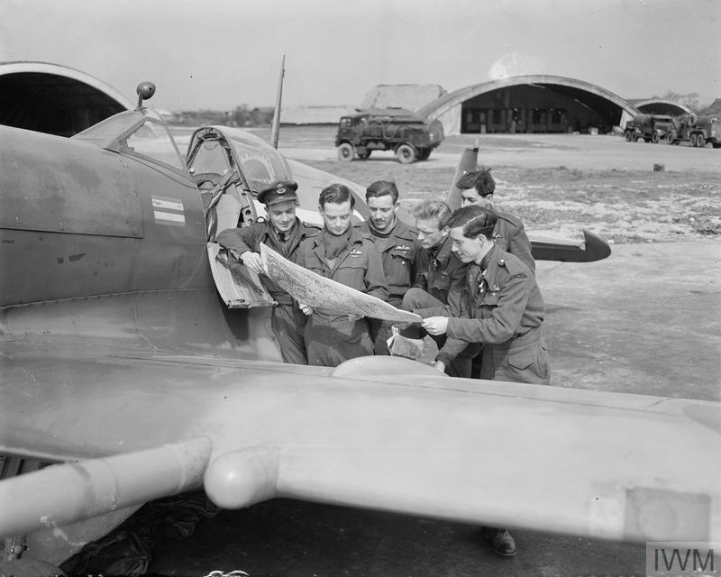 Spitfire MJ271 History - Silver Spitfire